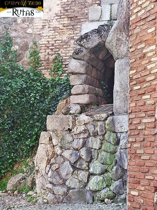 Las Fotos de Cuéntame Toledo: desvencijada la verja de la alcantarilla romana